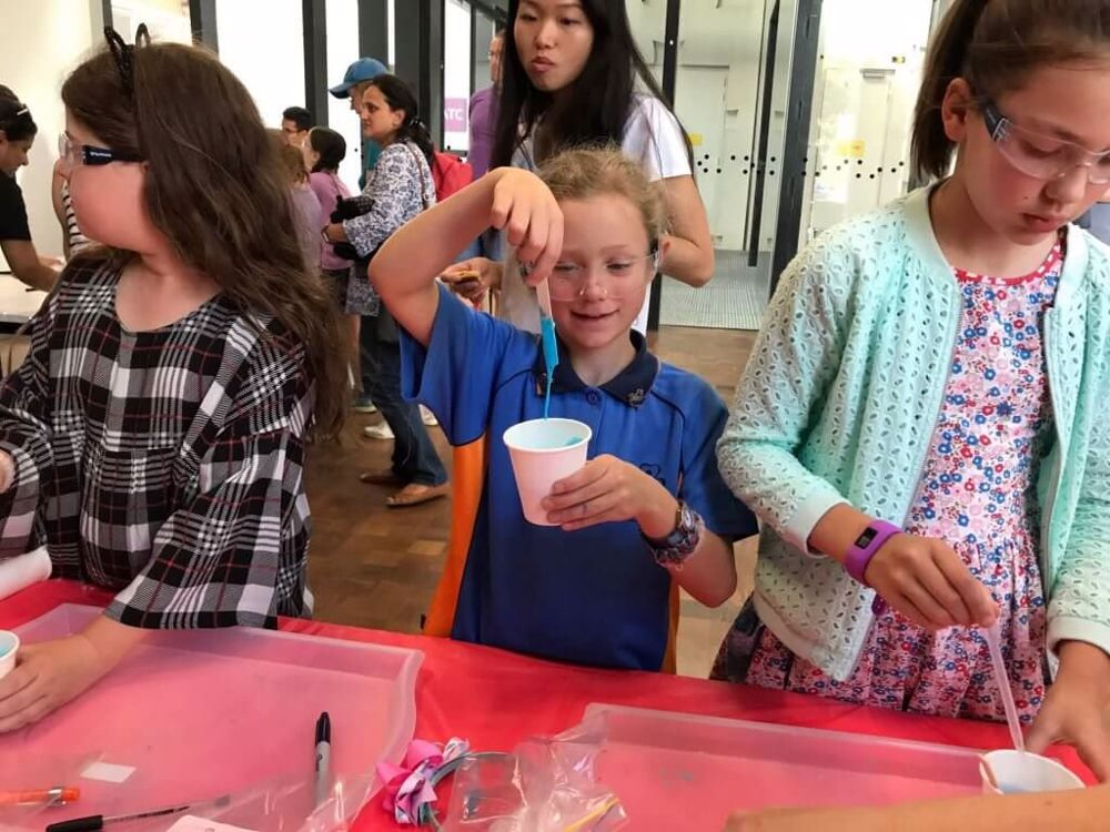 SuperDaughter Day - a wonderful day of science experiments